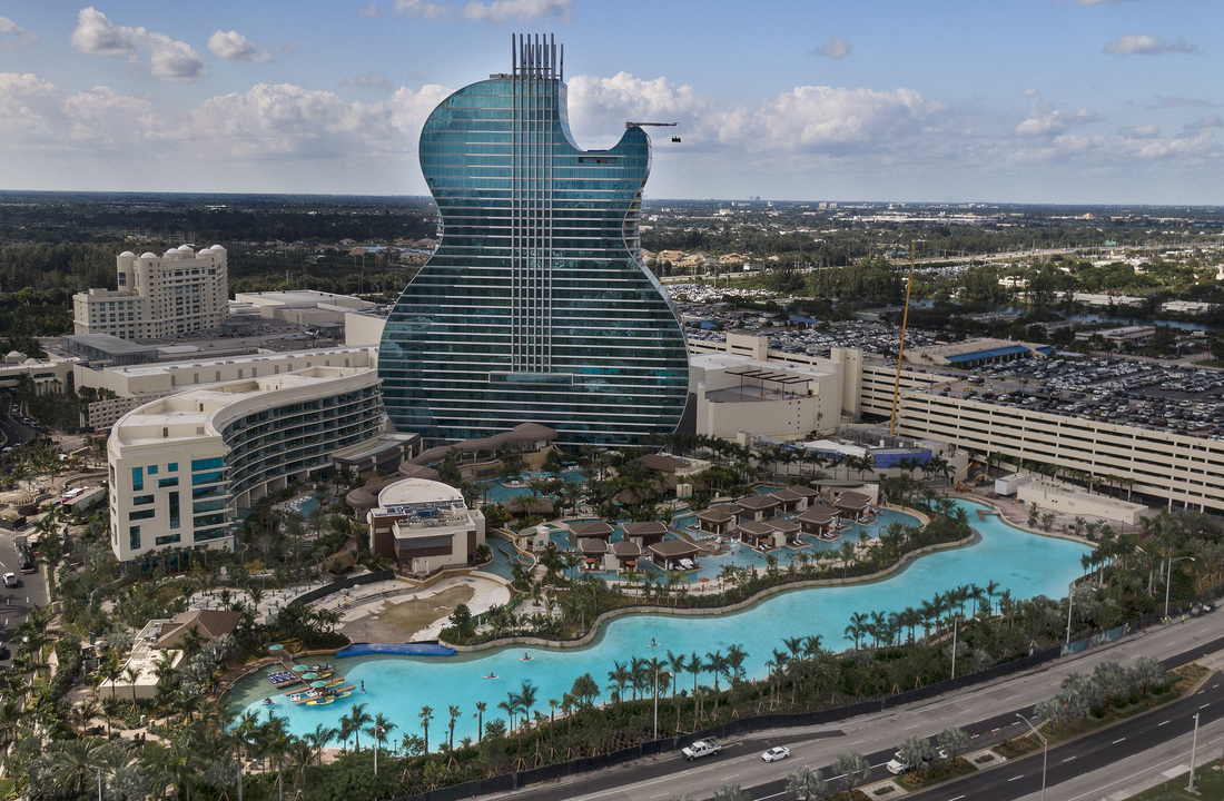 Apre il primo hotel a forma di chitarra del mondo, firmato Hard Rock